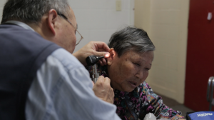 A doctor examines an elderly woman in Kensington-Chinatown (Photo: The Local)